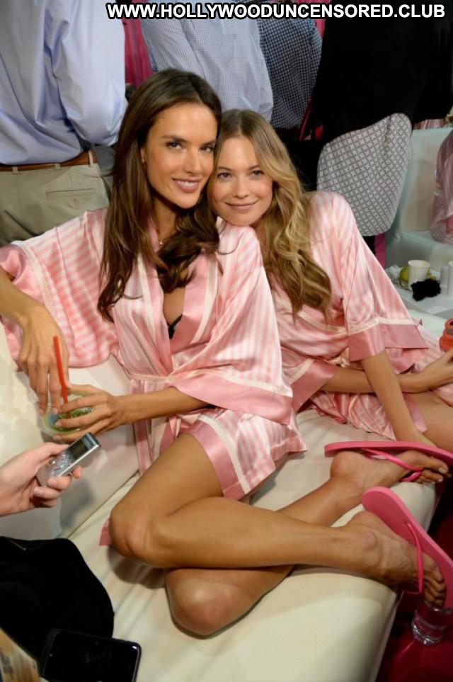 Alessandra Ambrosio No Source Beautiful Posing Hot Fashion Celebrity