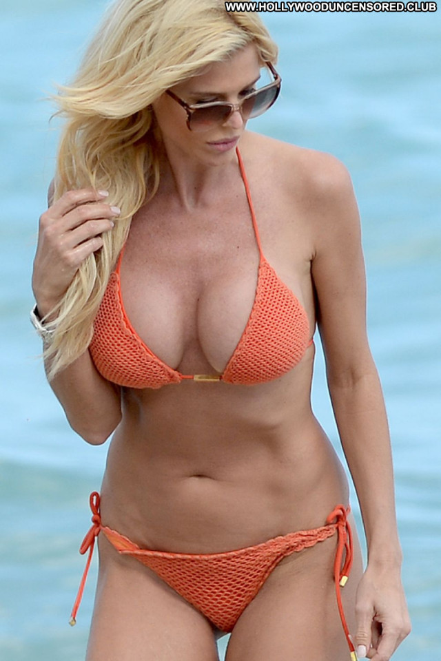 Victoria Silvstedt No Source Celebrity Posing Hot Babe Beach Orange