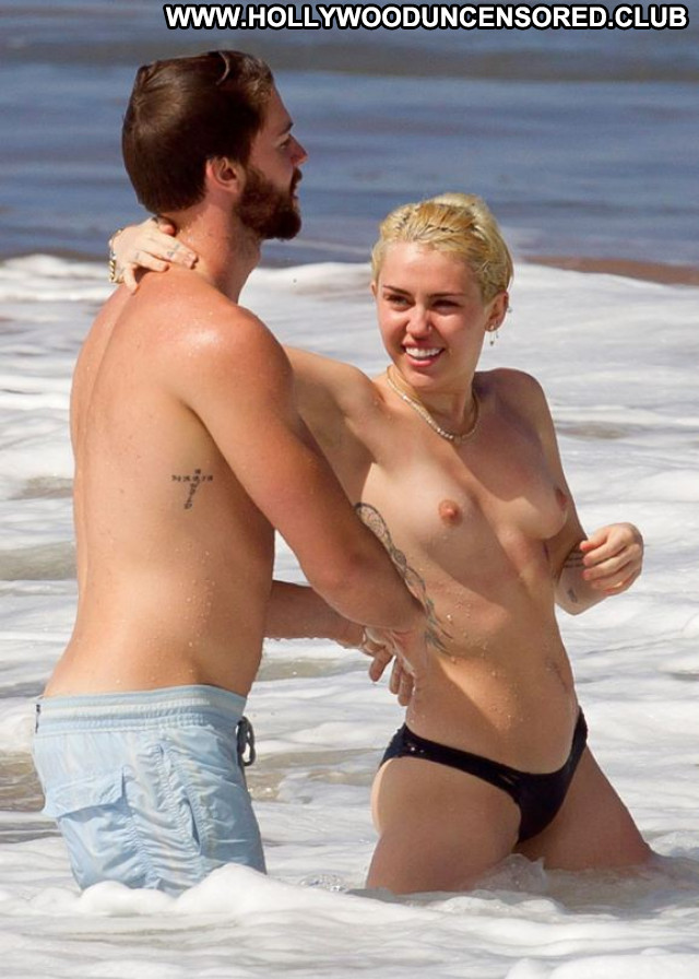 Miley Cyrus No Source Topless Babe Celebrity Paparazzi Beautiful