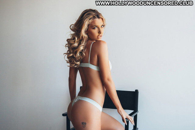 Emily Sears No Source Model Beautiful Babe Hot Celebrity Nude Posing