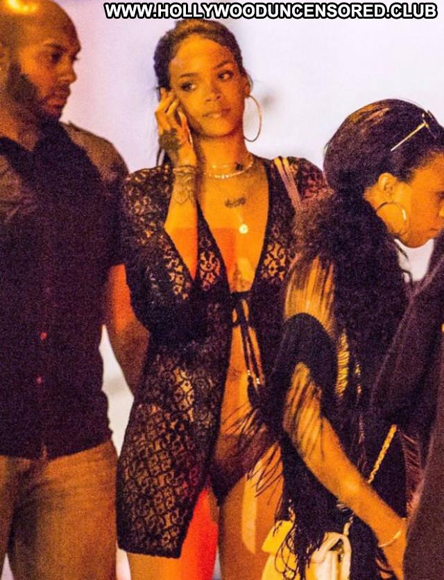 Rihanna No Source Posing Hot Celebrity Beautiful Candids Braless Babe