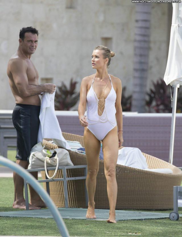 Joanna Krupa No Source Model Actress Posing Hot Celebrity Babe