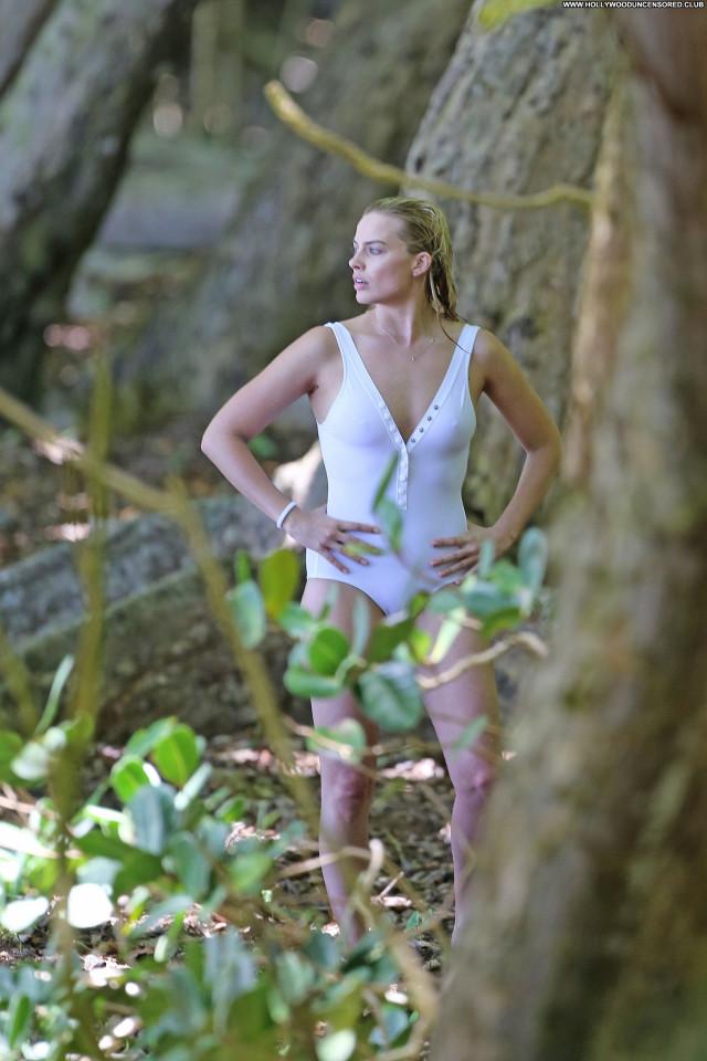 Margot Robbie No Source Celebrity Australian Sexy Beautiful Posing