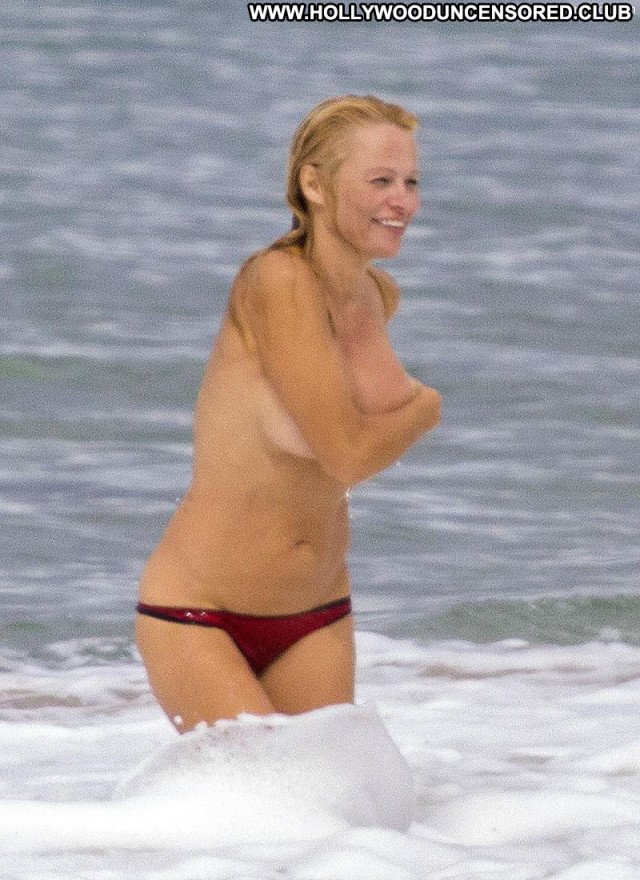 Pamela Anderson No Source Babe Beach Posing Hot Toples France Topless