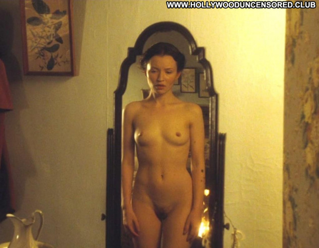 Emily Browning Glamour Amateur Posing Hot Famous Beautiful Hot Busty