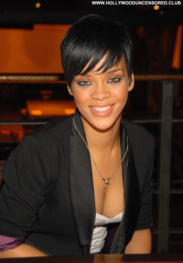 Rihanna New York Celebrity New York Paparazzi Posing Hot Babe