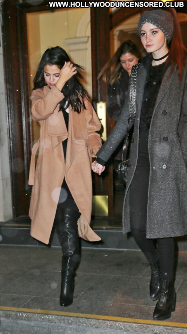 Selena Gomez New York Babe Paparazzi Posing Hot Celebrity New York
