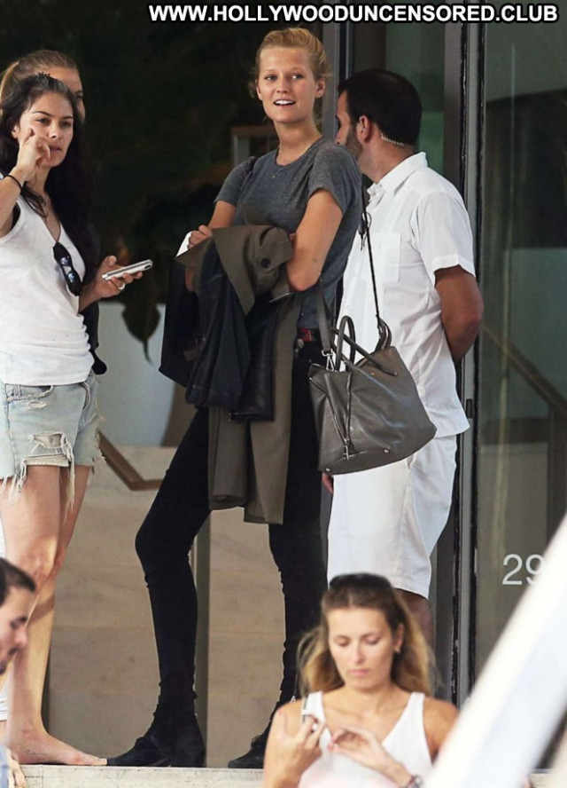 Toni Garrn Miami Beach Babe Beautiful Beach Paparazzi Posing Hot