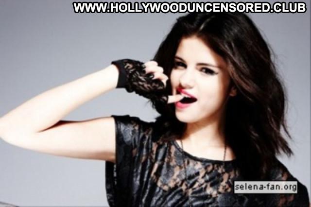 Selena Gomez Posing Hot Magazine Paparazzi Celebrity Beautiful Babe