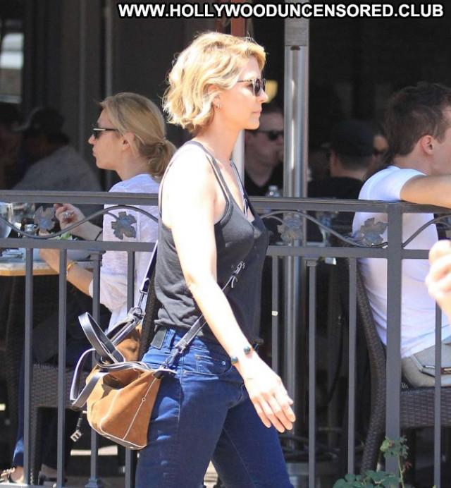 Jenna Elfman Los Angeles Paparazzi Posing Hot Babe Celebrity Shopping