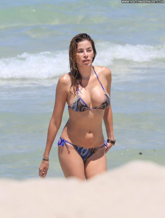 Aida Yespica Miami Beach Bar Car Average Beach Celebrity Beautiful