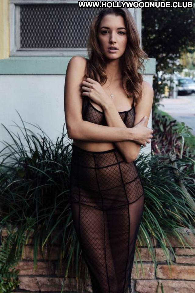 Sofia Vergara Sports Illustrated Sport Celebrity Hot Horror Posing