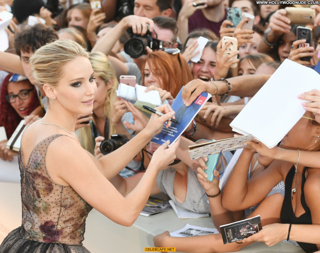 Jennifer Lawrence No Source Beautiful Posing Hot Celebrity See