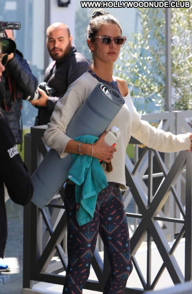 Alessandra Ambrosio Yoga Class  Babe Posing Hot Paparazzi Celebrity