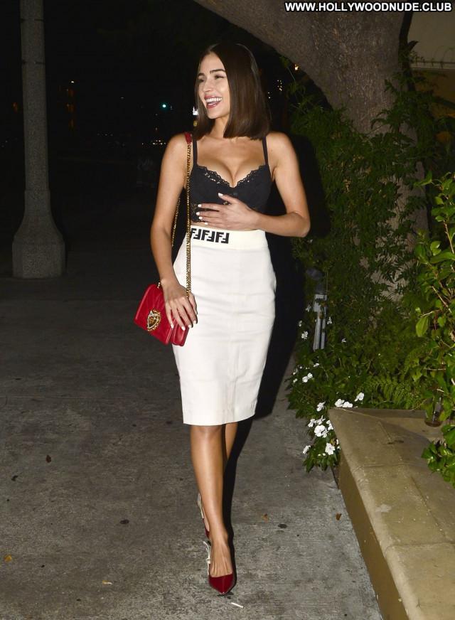 Nicole Tuck Beverly Hills Dad Mali Car Posing Hot Bra Celebrity