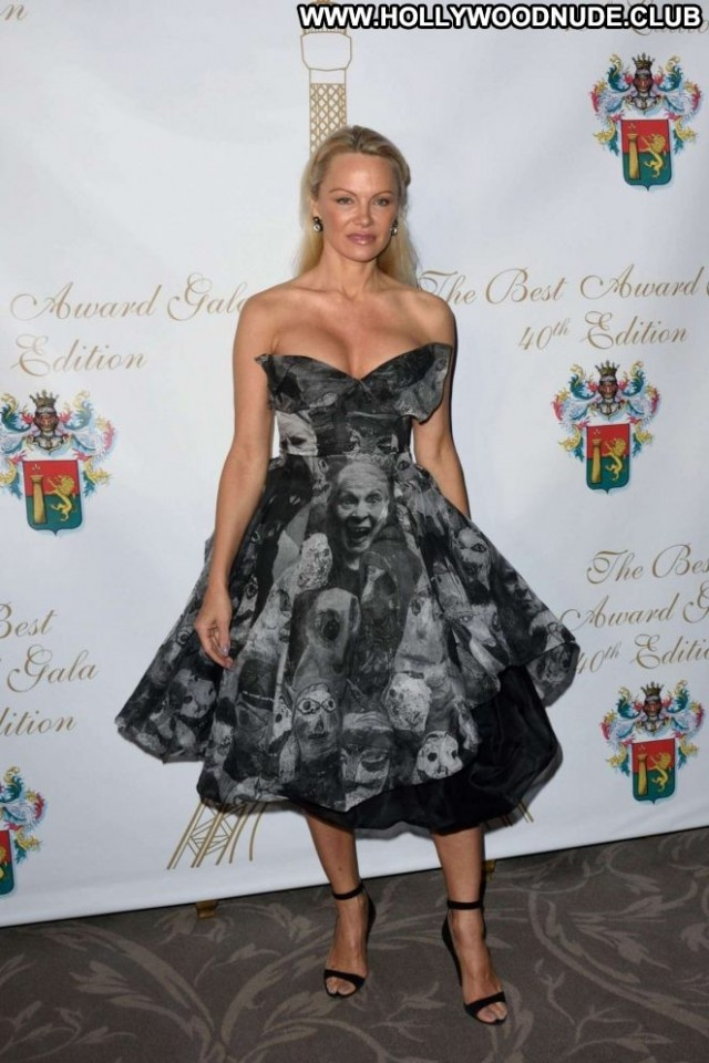 Pamela Anderson No Source Beautiful Paparazzi Paris Babe Posing Hot