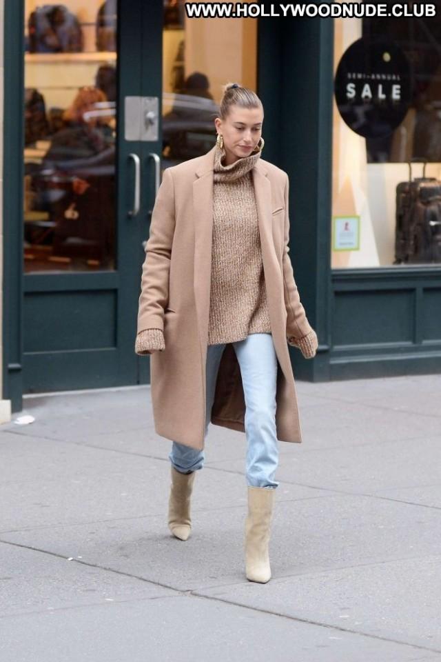 Hailey Baldwin New York Beautiful Posing Hot Paparazzi New York Babe