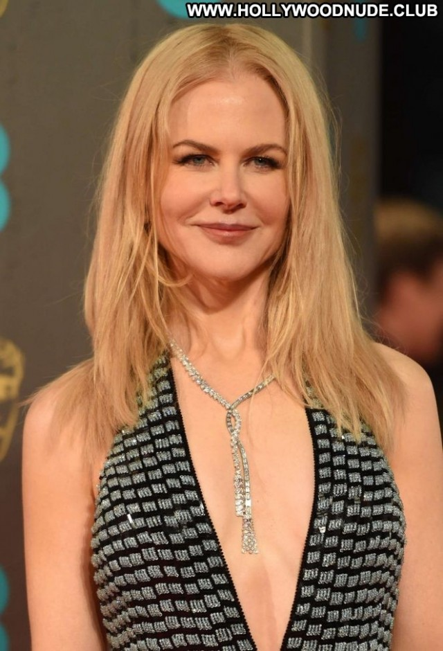 Nicole Kidman No Source London Paparazzi Awards Posing Hot Babe