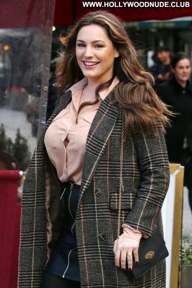 Kelly Brook No Source  Posing Hot Beautiful Babe Celebrity Paparazzi