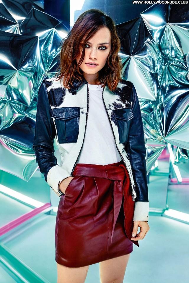 Halsey Fashion Show  Celebrity Fashion Babe Nyc Paparazzi Posing Hot