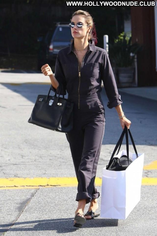 Less No Source Babe Shopping Celebrity Beautiful Posing Hot Paparazzi