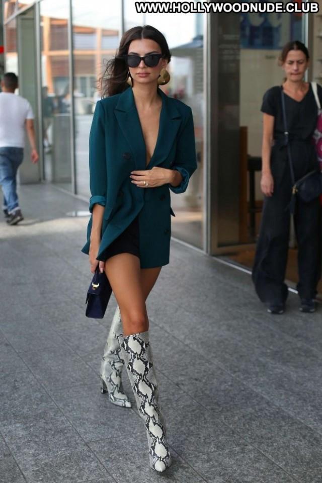 Emily Ratajkowski No Source Posing Hot Beautiful Celebrity Babe