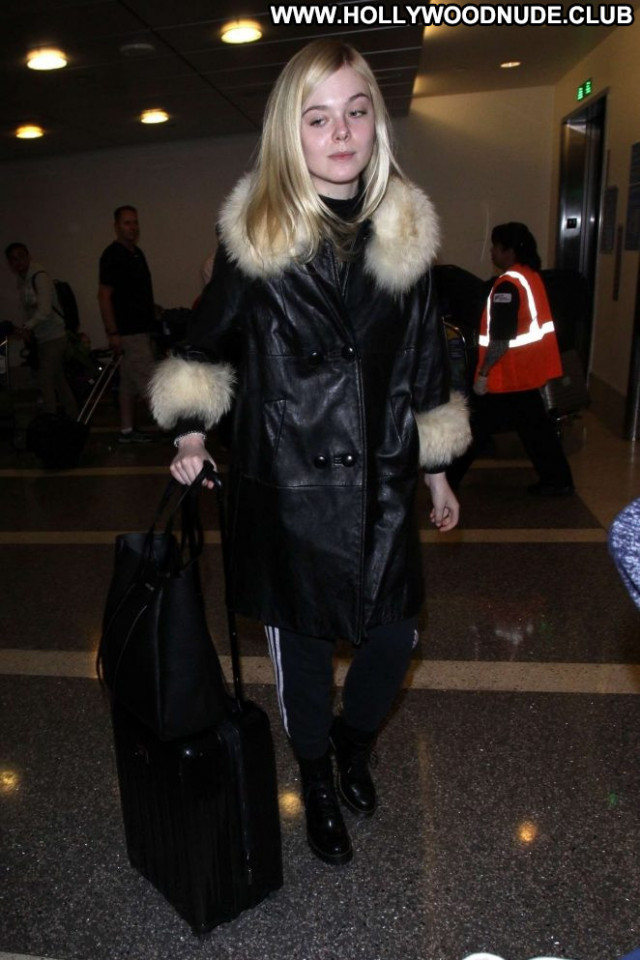 Elle Fanning Lax Airport Lax Airport Los Angeles Celebrity Posing Hot