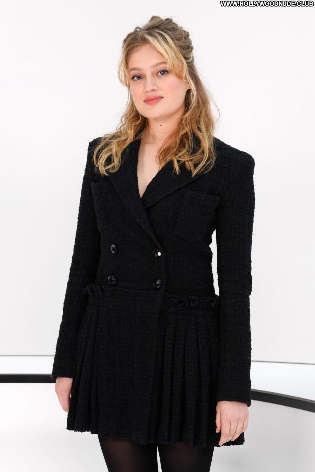Nadia Tereszkiewic No Source Celebrity Posing Hot Sexy Beautiful Babe