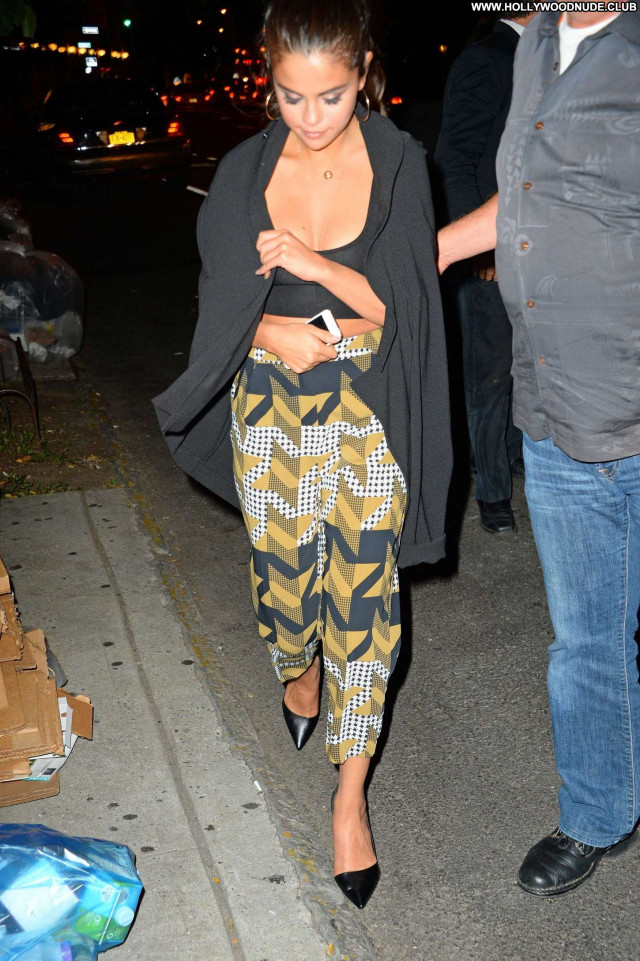Selena Gomez New York Babe Hot Celebrity Hotel Posing Hot Paparazzi