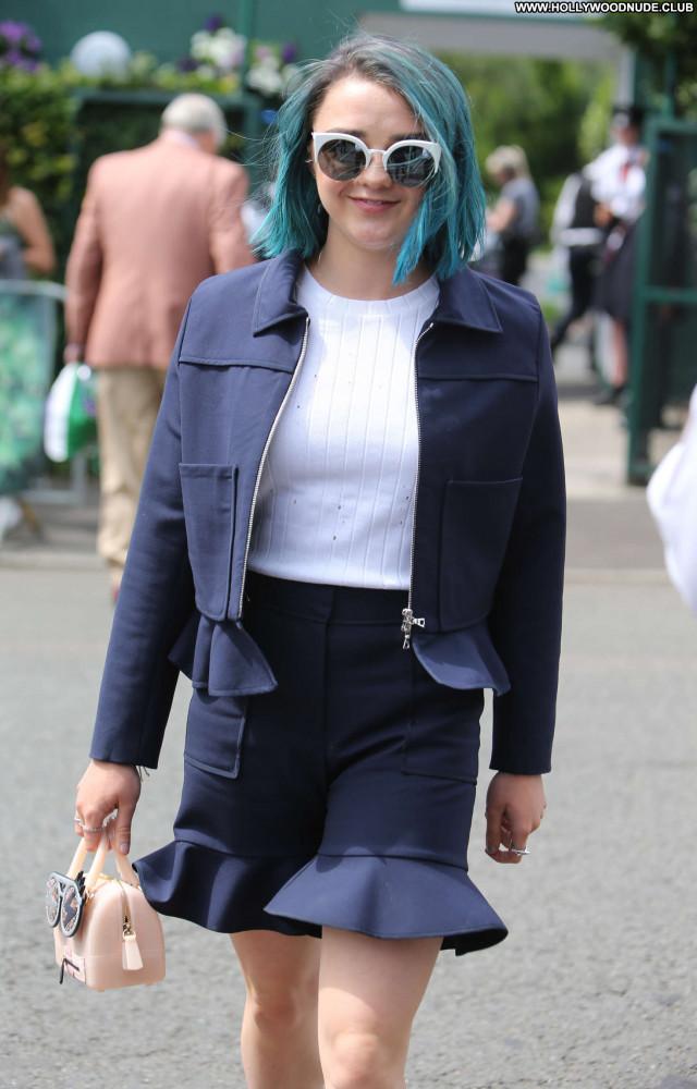 Maisie Williams No Source Paparazzi Beautiful Posing Hot Celebrity