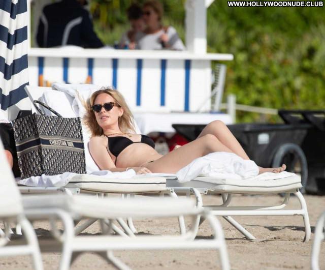 Tanya Burr The Beach Beautiful Posing Hot Babe Paparazzi Celebrity