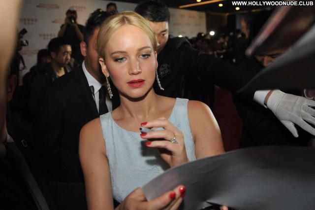 Jennifer Lawrence The Hunger Games  Paparazzi Celebrity Posing Hot