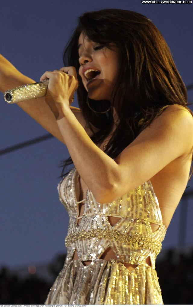 Selena Gomez No Source Celebrity Paparazzi Beautiful Posing Hot Babe