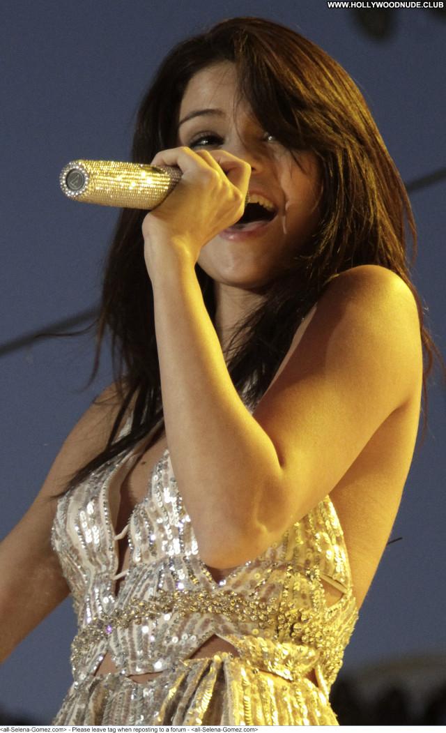 Selena Gomez No Source  Celebrity Babe Paparazzi Posing Hot Beautiful