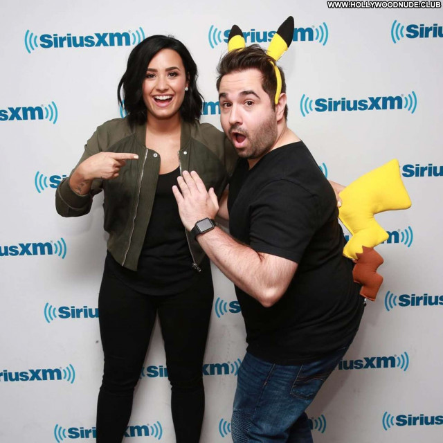 Demi Lovato New York Celebrity Posing Hot Paparazzi New York